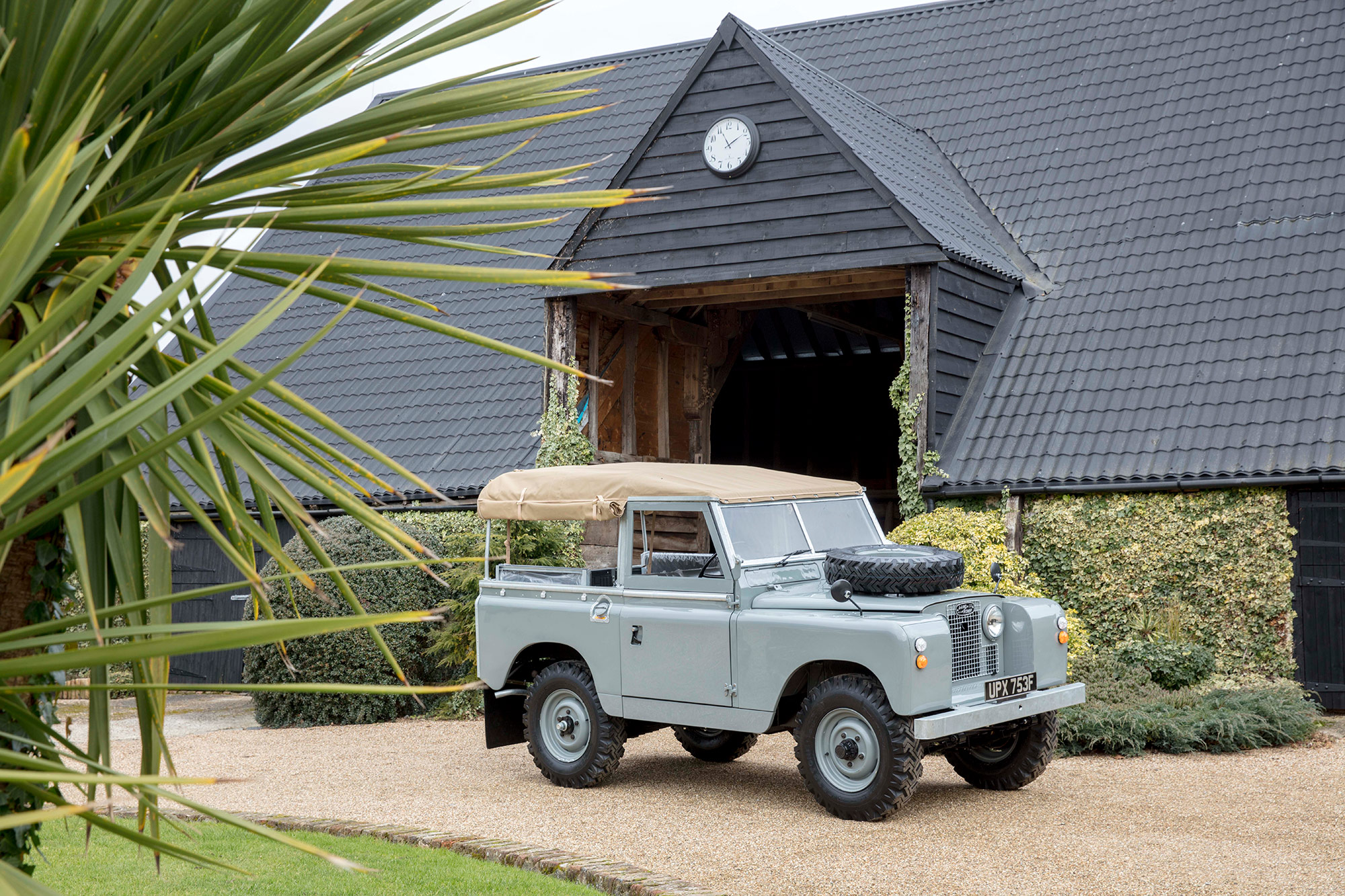 Landrover by Windsor Classics